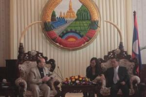 Dialogue between Prof.Caragea and Prime Minister Thongsing Thammavong-web