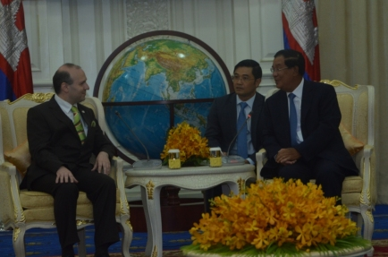 H.E. President Professor Dr. Anton Caragea and H.E. Prime Minister of Cambodia-Samdech Akka Moha Sena Padei Techo-HUN SEN