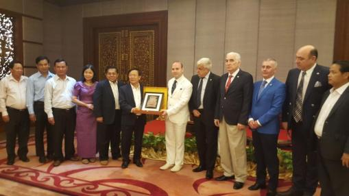 President Anton Caragea receives from Siem Reap governor the Statue of Jayavarman the VII replica